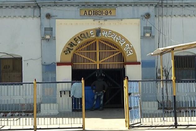 સાબરમતી સેન્ટ્રલ જેલમા કેદી પર બીજા કેદીનો હુમલો
