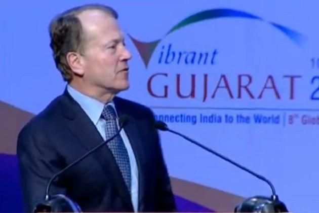 સિસ્કોના ચેરમેન જ્હોન ચેમ્બરે કહ્યું કે, આજે ભારત વિકાસનું ગ્રોથ એંજિન બની રહ્યું છે. ડિજિટલ ઇન્ડિયા, મેઇક ઇન ઇન્ડિયા આ તમામ બાબતો એ ગ્રેટ લીડરશીપનું જ પરિણામ છે. યૂએસ-ઇન્ડિયા બિઝનેશ માટે એકબીજાના પૂરક બનવા જઇ રહ્યા છે અને એ મોદીજીની લીડરશીપનું જ પરિણામ છે. ગુજરાત અને દેશના અન્ય શહેરો કે રાજ્યો એનર્જીથી ભરેલા છે. 27 મિલિયન ડોલર જેટલું આગામી બે વર્ષમાં રોકાણ કરવા જઇ રહ્યા છીએ. દેશમાં જ મેન્યુફેક્ચરીંગ કરાશે.