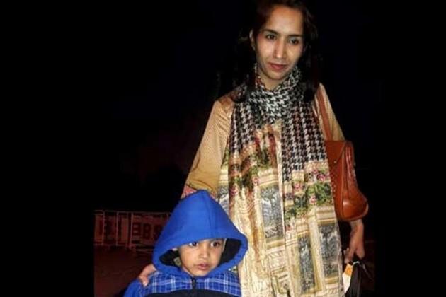 વાઘા બોર્ડર પર મહિનાઓ પછી માતાનો પુત્ર સાથે ભેટો,પાકિસ્તાને ભારતને કહ્યુ-આભાર