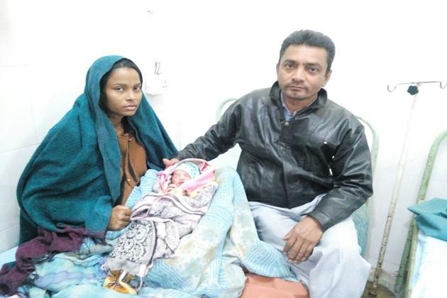 જયપુર-બાંદ્રા ટ્રેનને રોકી પ્રસૃતિ કરાવી,મહિલાએ આપ્યો પુત્રીને જન્મ