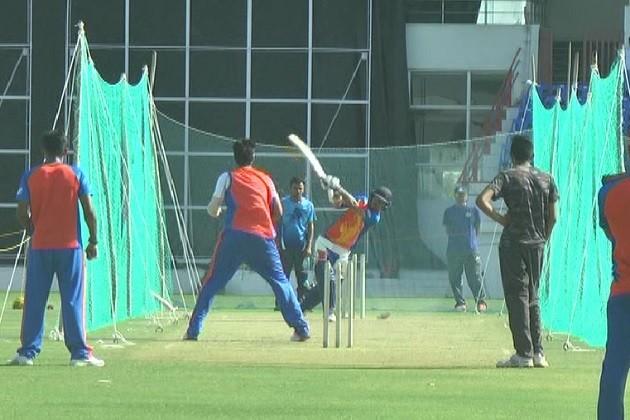 રાજકોટઃ ગુજરાત લાયન્સના ખેલાડીઓએ શરૂ કરી પ્રેક્ટિસ