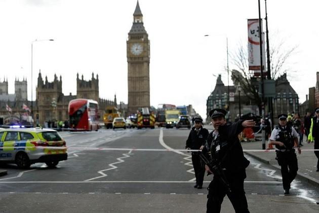 બ્રિટનમાં સંસદ બહાર આતંકી હુમલો,પાચના મોત,100 પોલીસકર્મી કરી રહ્યા છે તપાસ