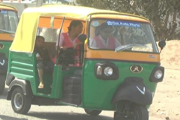 ભાવનગરઃપરિવારને આર્થિક મદદરૂપ બનવા મહિલાઓ બની રિક્ષા ડ્રાઇવર