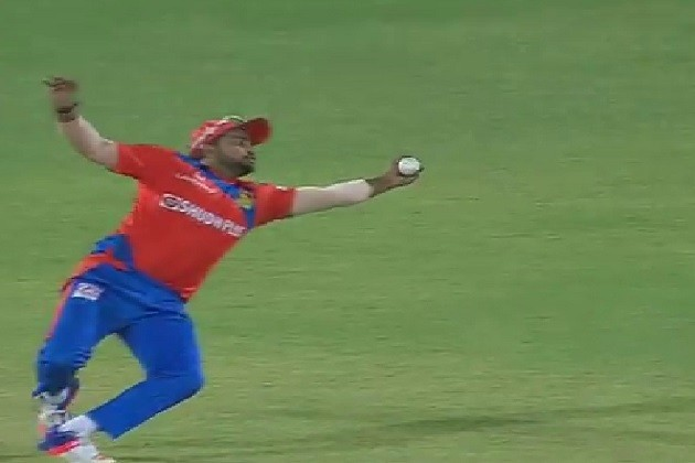 IPL 10:રૈનાનો અદભૂત કેચ,પ્રશંસકો પણ રહી ગયા જોતા