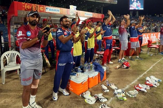 આઇપીએલ-10ની સિઝનમાં બુધવારે રાતે ક્રિકેટ શોખિનોને ટી-20 ક્રિકેટનો જોરદાર રોમાંચ અનુભવાયો હતો. દિલ્હી ડેરડેવિલ્સના 22 વર્ષિય યુવા ખેલાડી સંજુ સૈમસને શાનદાર ઇનિંગ રમતાં પૂણેનો કારમો પરાજય થયો હતો. દિલ્હી ડેરડેવિલ્સે પૂણેને સુપરજાયન્ટ્સને એક તરફી હાર આપતાં 97 રનથી હરાવ્યું હતું. મનીષ પાંડે બાદ સંજુ સૈમસને સૌથી નાની ઉંમરમાં આઇપીએલમાં સદી ફટકારી છે.