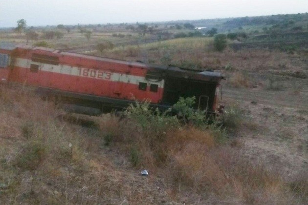 ઔરંગાબાદ હૈદરાબાદ પેસેન્જર ટ્રેન પાટા પરથી ઉતરી, 10 ઘાયલ, જુઓ EXCLUSIVE PHOTOS
