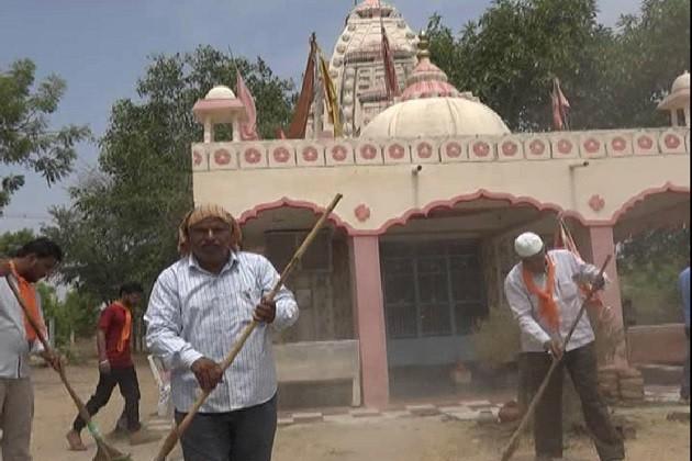 બાયડઃહિન્દુઓએ મસ્જિદ,મુસ્લિમ બિરાદરોએ મંદિરમાં સફાઇ કરી બતાવી કોમી એકતા