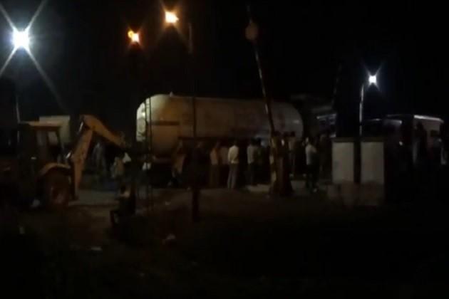 રેલ્વે ફાટક પર ટેન્કર ફસાયુ,દિલ્હી-મુંબઈની અનેક ટ્રેનો કલાકો અટકાવવી પડી