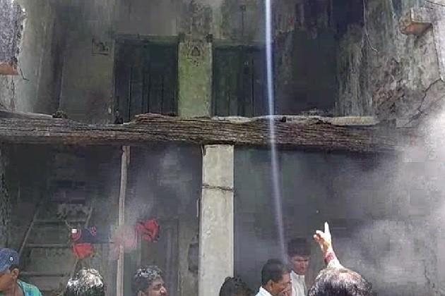 જામકલ્યાણપુરામાં મકાનમાં લાગેલી આગમાં કાકી-ભત્રીજો બળીને ભડથુ