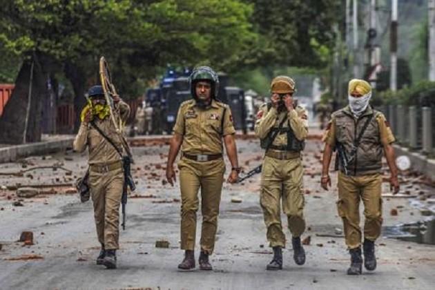 જમ્મુ-કશ્મીરના કુલગામમાં મોટો આતંકી હુમલો,5 પોલીસ જવાન શહીદ