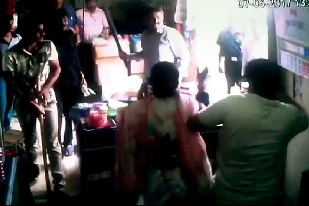 અમદાવાદઃપ્રહલાદનગરમાં દુકાનદાર પર હુમલો,મહિલાને પણ લાકડીથી ફટકારી