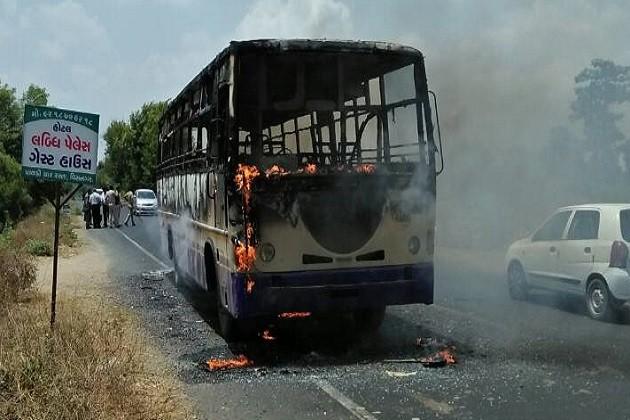 ઉત્તર ગુજરાતમાં બંધ હિંસક બન્યો, વિસનગર-બાપુનગર બસ સળગાવાઇ