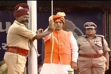 CM રૂપાણીએ વડોદરાથી રાષ્ટ્રધ્વજ ફરકાવી, સ્વાતંત્ર્ય પર્વની ઉજવણી કરી