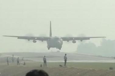 VEDIOમાં જુઓ એક્સપ્રેસ-વે પર ઉતર્યુ વાયુસેનાનું C-130 હરક્યૂલિસ